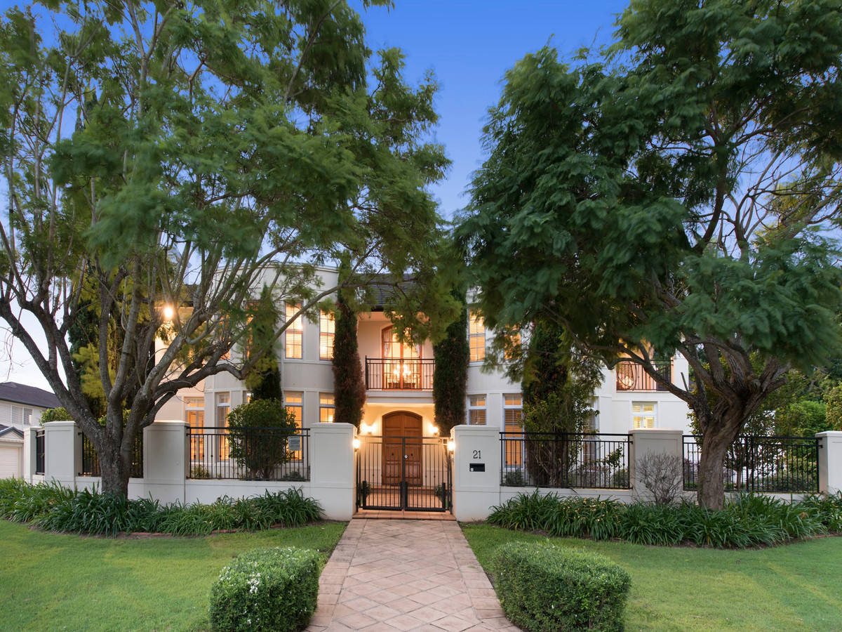 Grand Magnificence on 1,413m2 in Carindale
