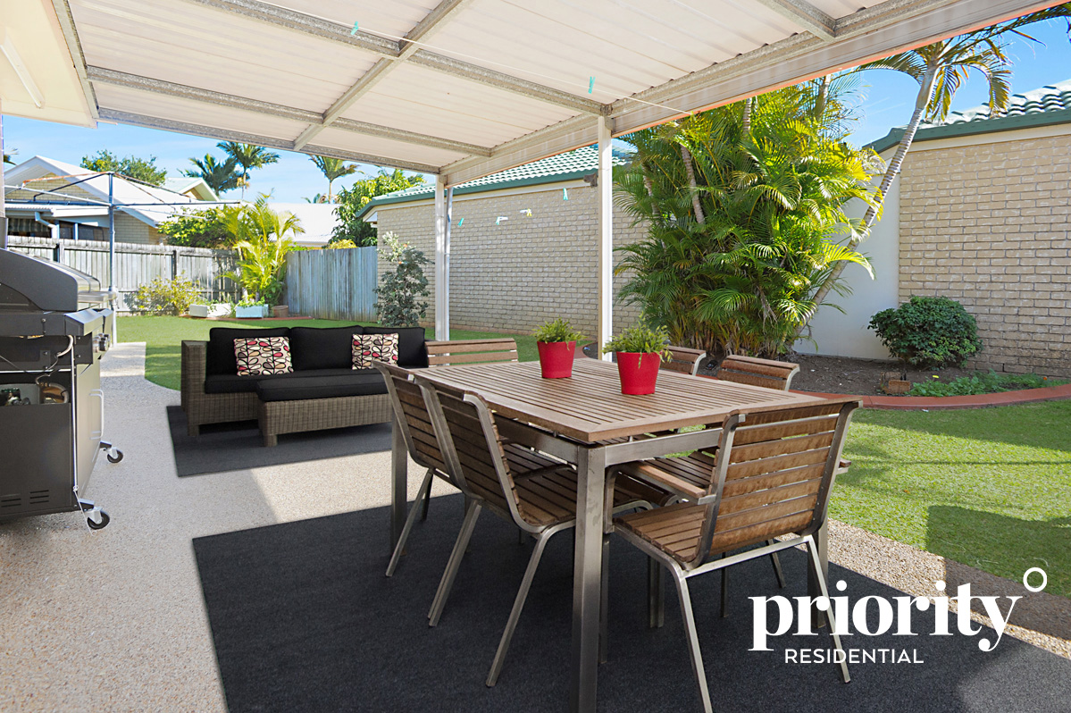 Low-maintenance, great value & a large backyard!