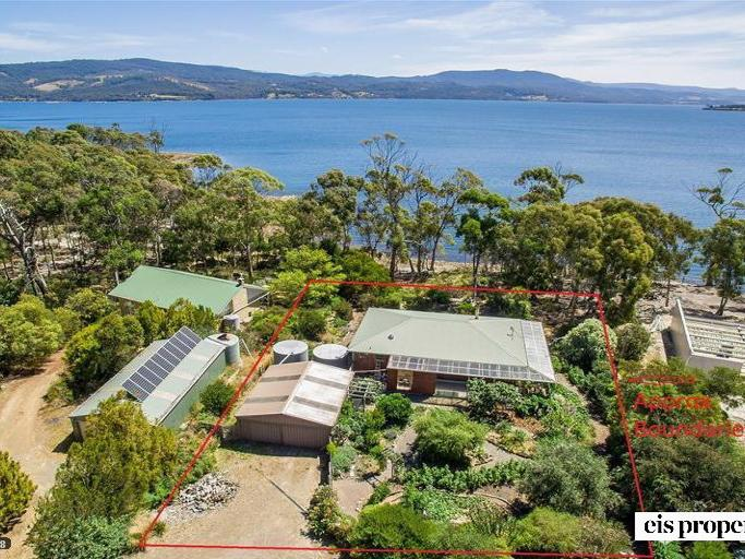 Charming home & direct access to waters edge