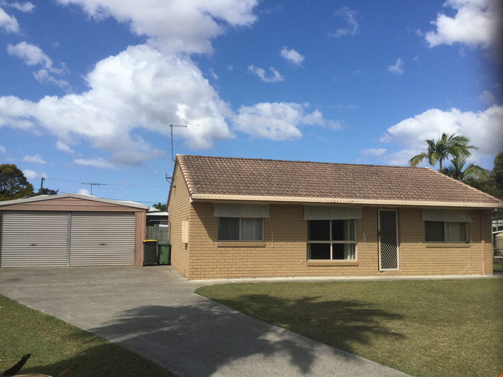 3 Bedroom Home with Double Shed!