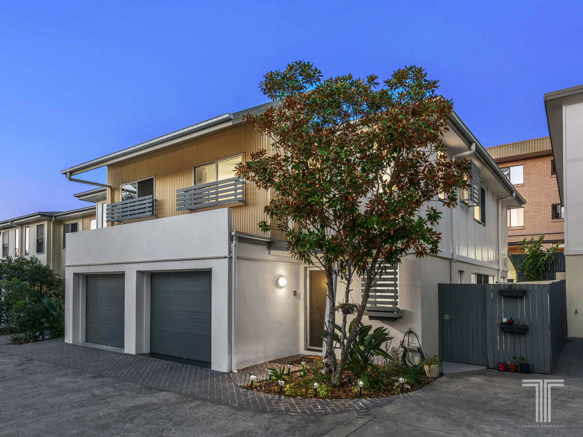Two Level Townhouse – Walk to Everything Lifestyle!