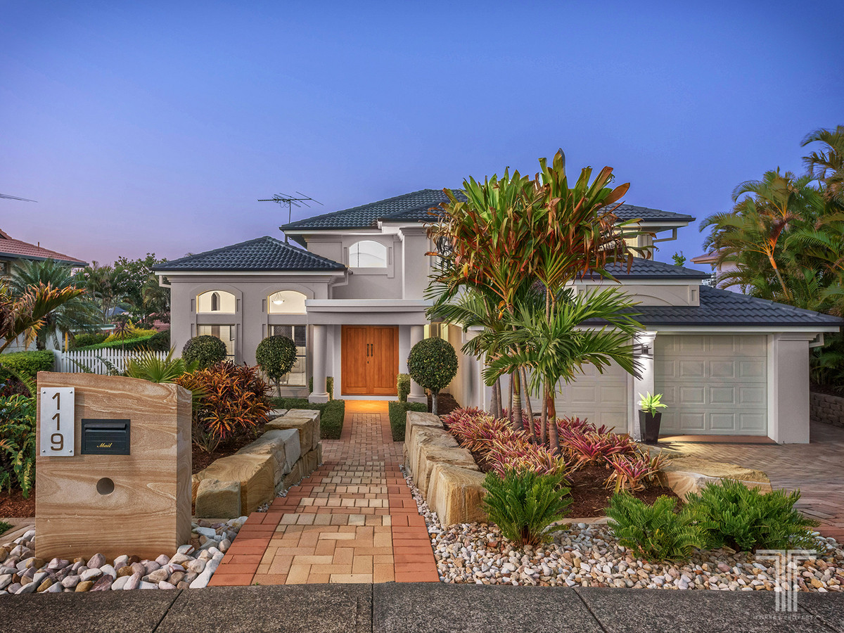 Exclusive Family Home and Premier Carindale Lifestyle