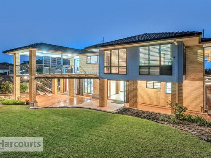 Under Contract!    Large Dual Living Home – 903m2 Block!