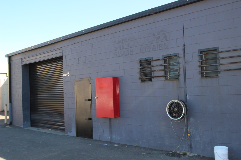 QUALITY WAREHOUSE IN SMALL COMPLEX