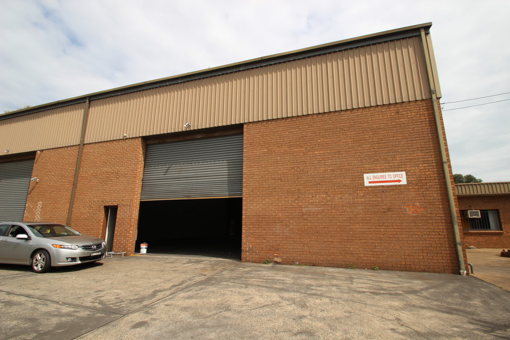 INDUSTRIAL UNIT + OFFICE