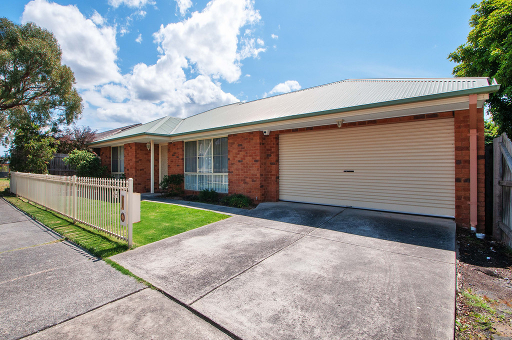Stylish, Easy Living in an Idyllic Court – Auction this Saturday 1st Dec at 1.00pm