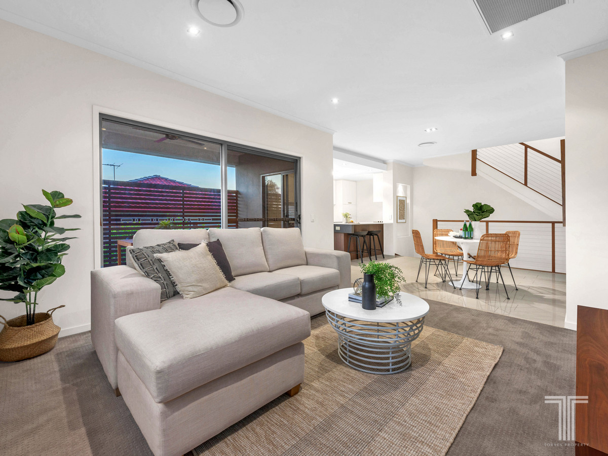 Tri-Level Townhouse 3 Minutes to Westfield Carindale