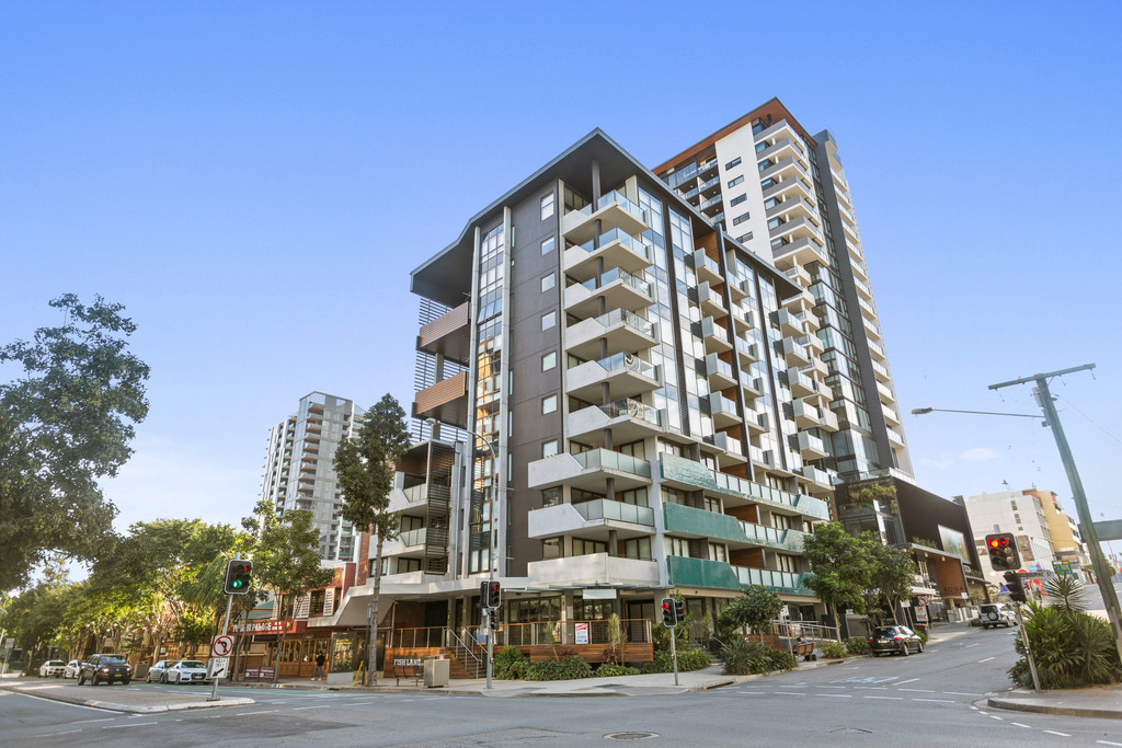 Within Brisbane State High Catchment and Northerly Aspect!
