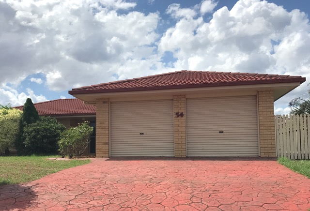 4 BEDROOM HOME IN THE HILLVIEW ESTATE