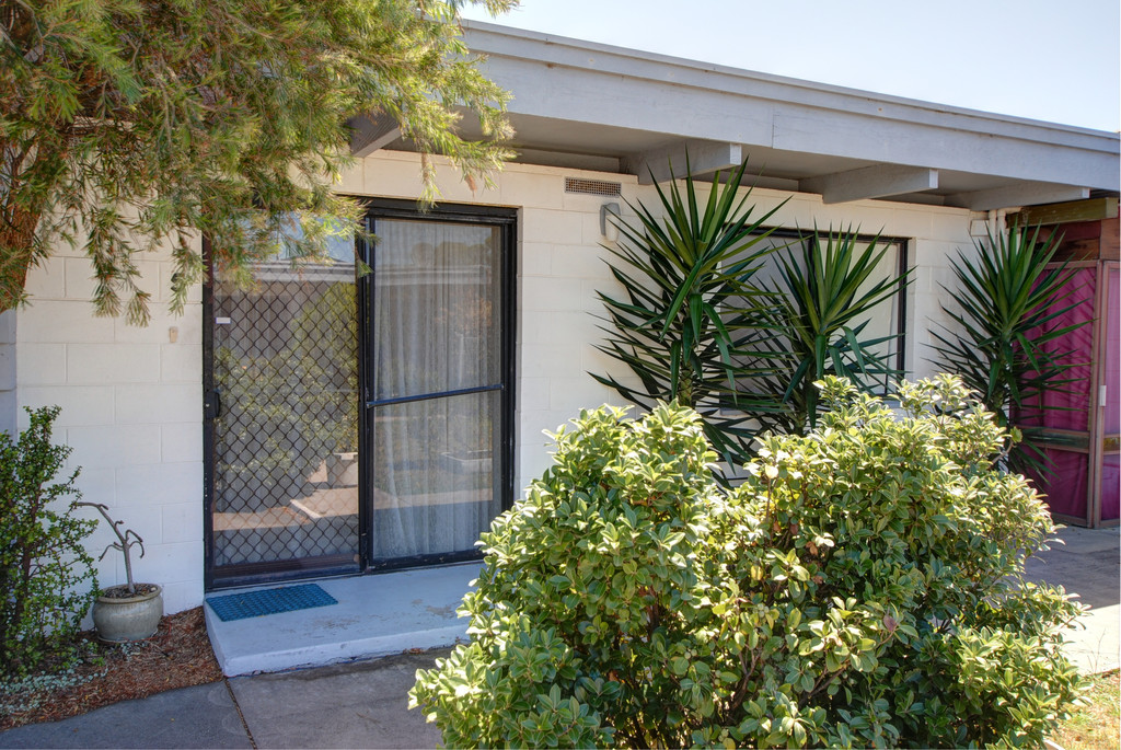 CENTRALLY LOCATED SINGLE BEDROOM UNIT.
