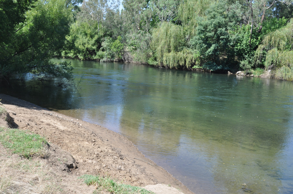 TUMUT RIVER FRONTAGE
