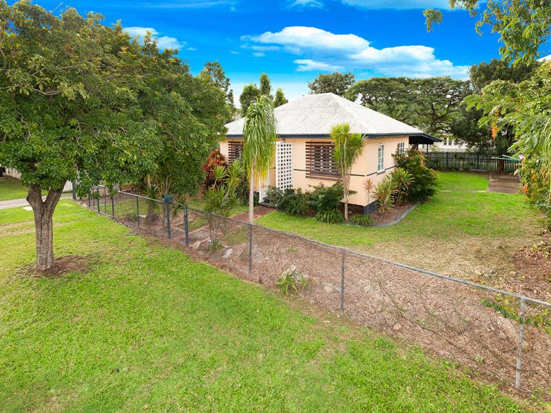 LARGE 3 BEDROOM FAMILY HOME AVAILABLE NOW