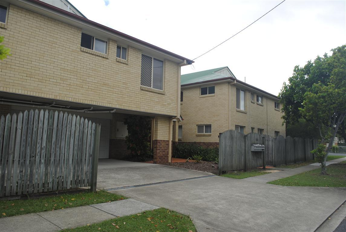 2BED UNIT WITH 3 A/C AT CONVENIENT LOCATION