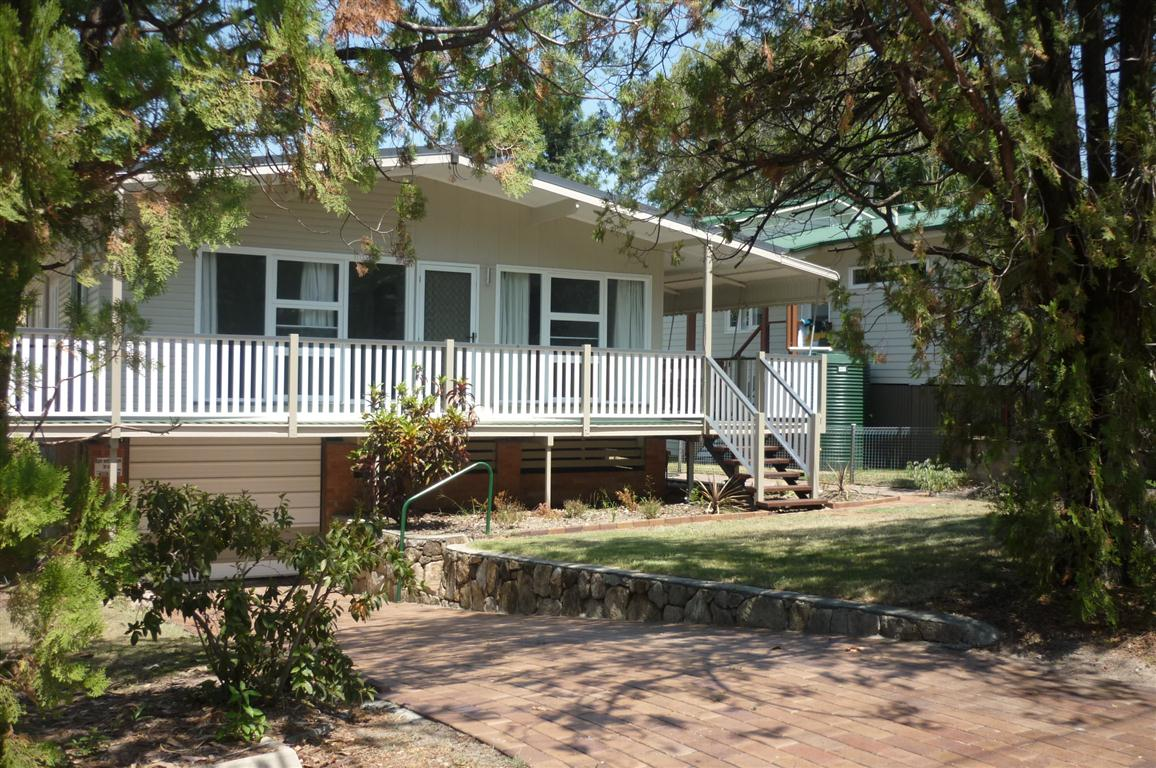 4 BEDROOM TIMBER HOME IN GREAT LOCATION