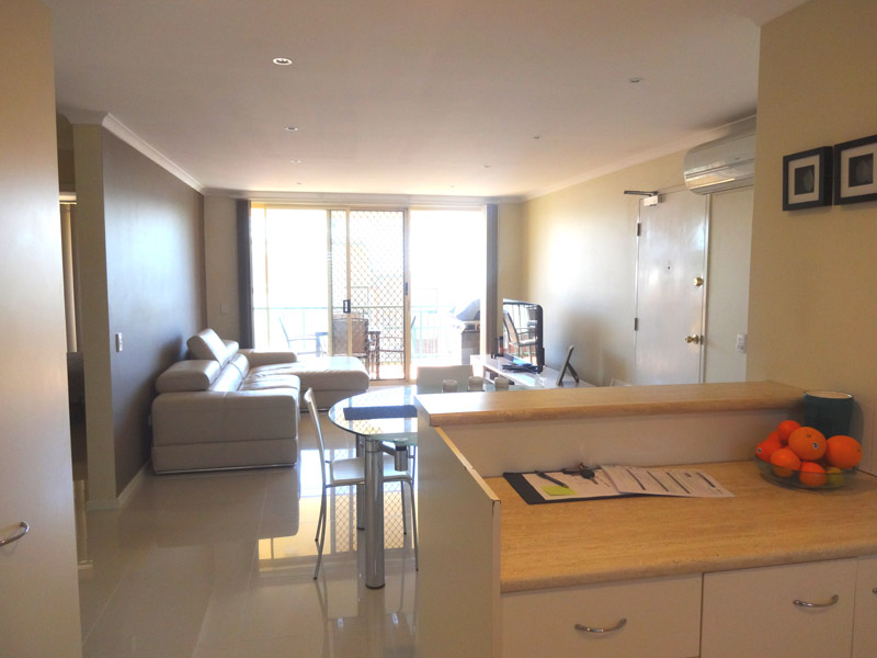 MODERN TOP FLOOR UNIT – RECENTLY PAINTED THROUGHOUT