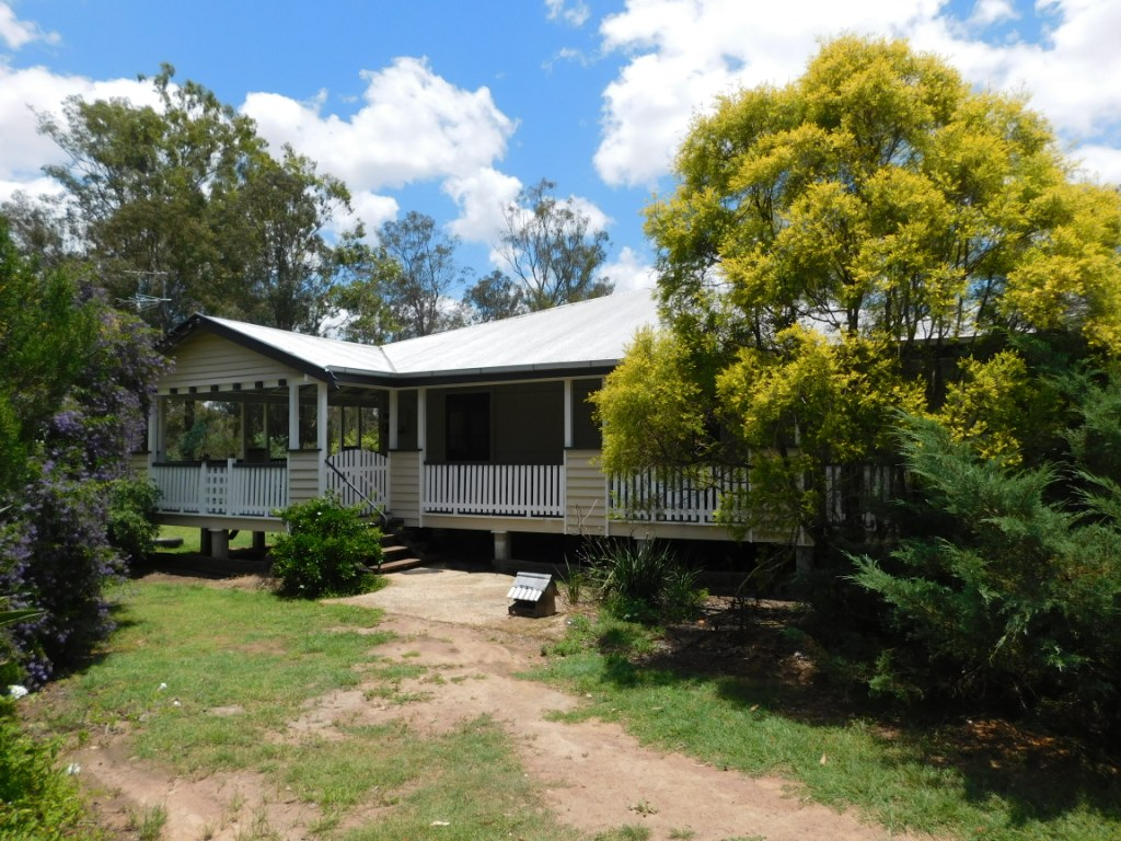 BEAUTIFUL HOME ON ACREAGE 10 MINS TO CBD -TOL – APPROVED APPLICANTS