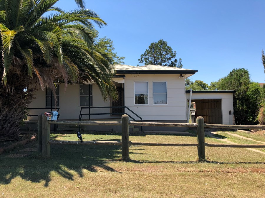 LARGE 3 BEDROOM HOME SHORT WALK TO TOWN