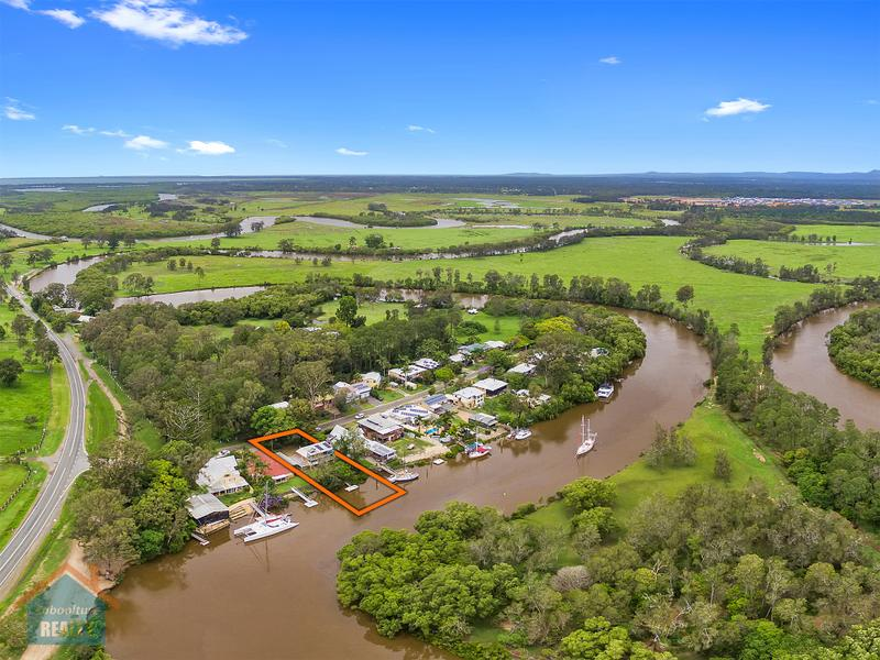 Private Jetty & Pontoon with Riverfront Deep Water Access – Submit Offers
