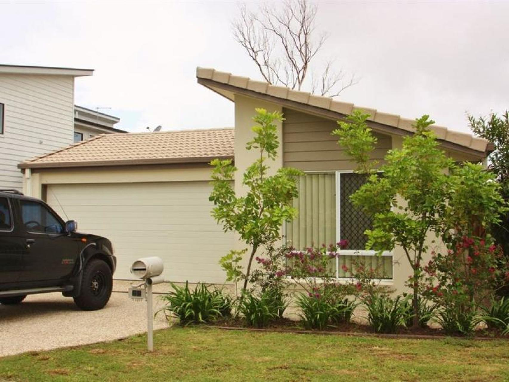 Lovely Family Home Close to Coomera Rivers State School!