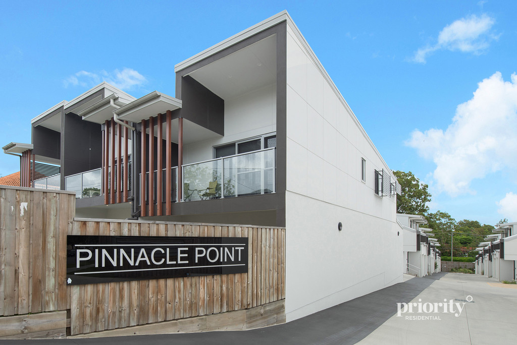 NEAR-NEW TOWNHOUSE AVAILABLE NOW