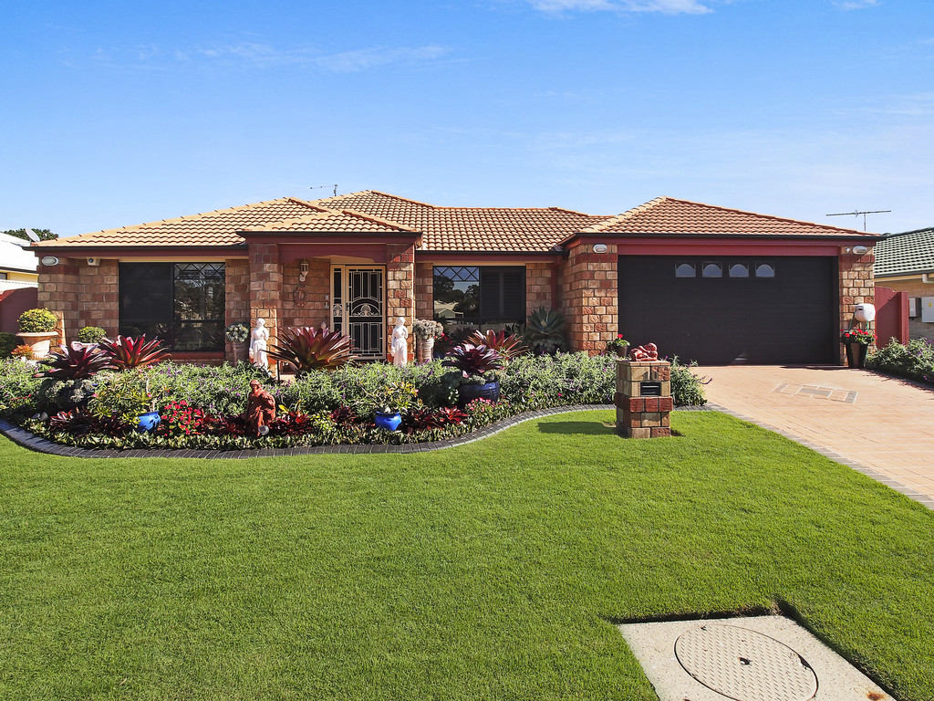 FABULOUS 5 BEDROOM FAMILY HOME BY THE SEA!