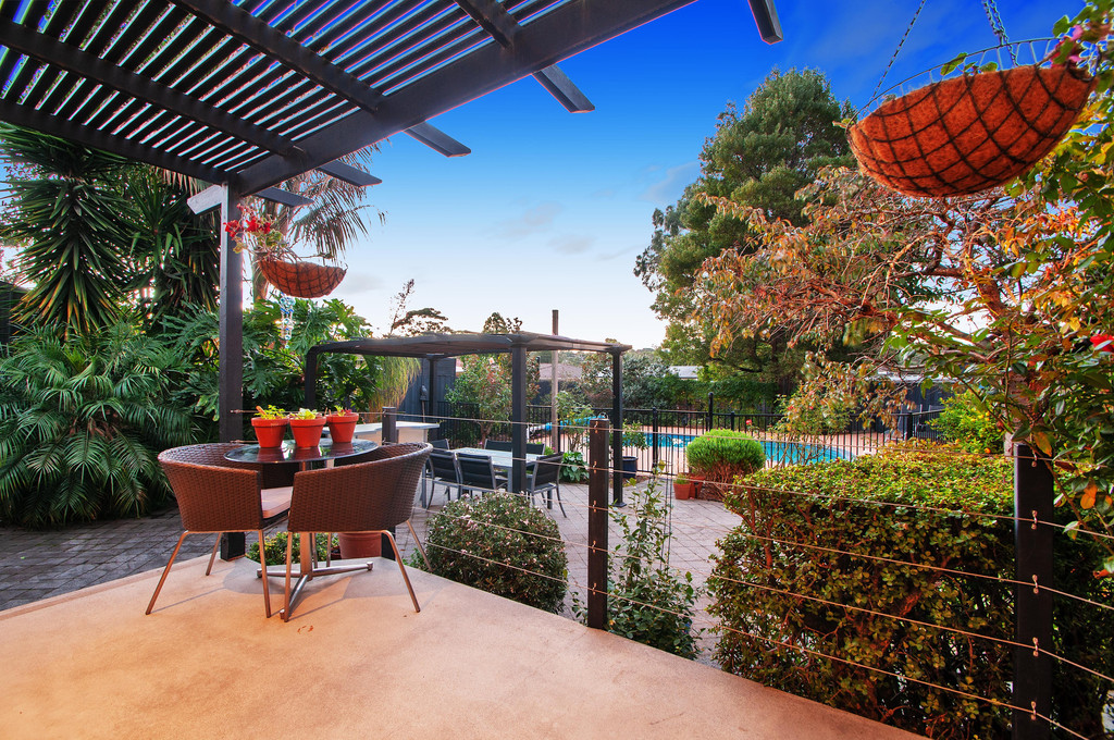 Stunning Family Oasis in Court Location