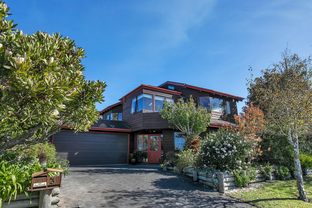 BEAUTIFUL LINES & SWEEPING VIEWS, UPPER NORTHCOTE