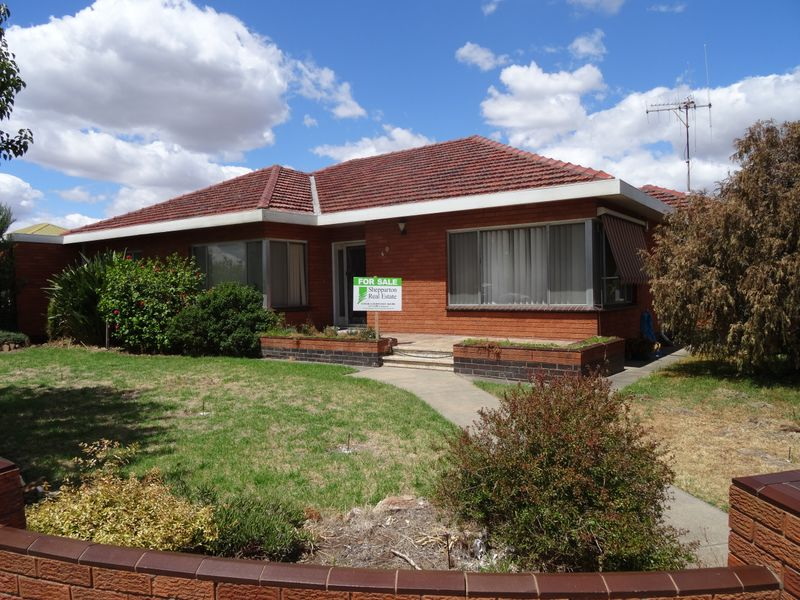 EXTRA LARGE 3 BEDROOM HOME, SOUTH SHEPPARTON
