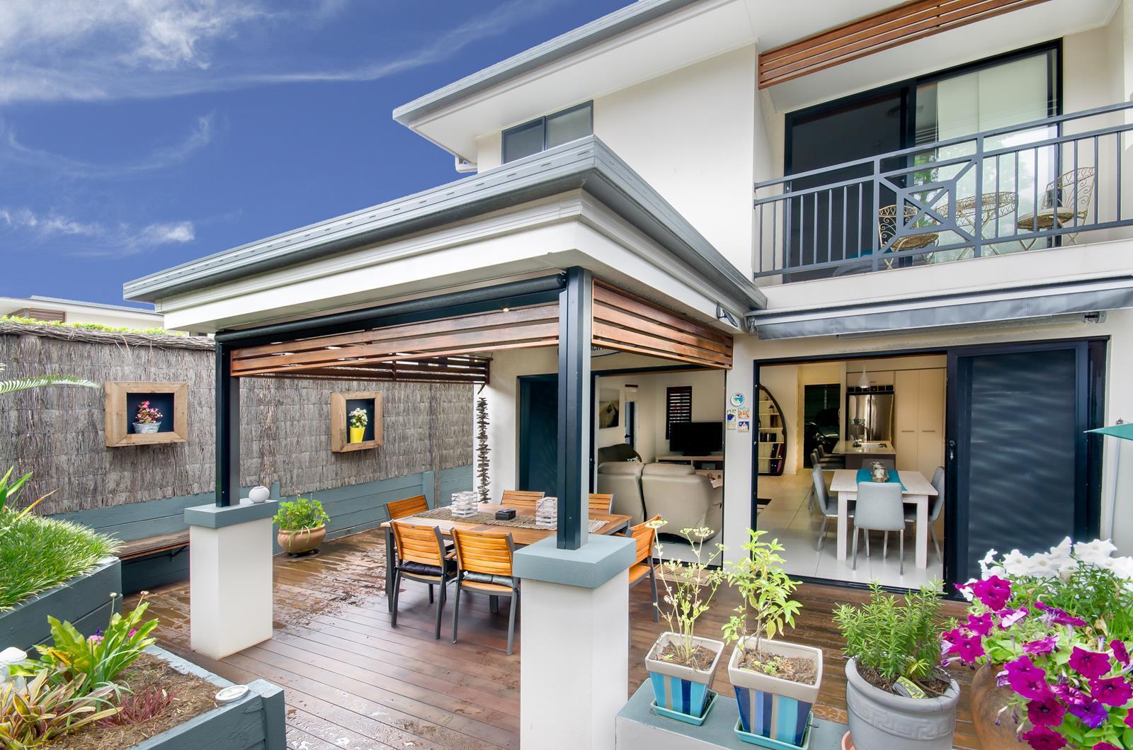 COSMOPOLITAN TOWNHOUSE – BEAUTIFUL BAYSIDE LIVING