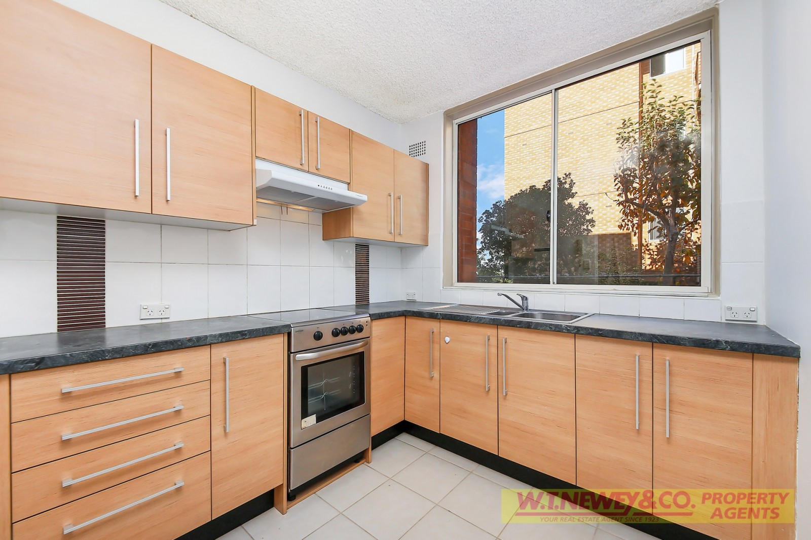 UNDER Numerous APPLICATIONS –  Modernised Ground Floor Unit