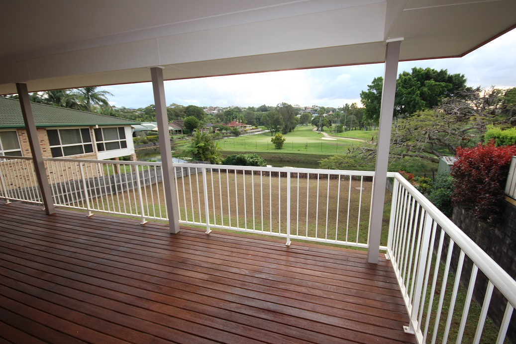 GREAT FAMILY SIZED HOME – GOLF COURSE VIEWS