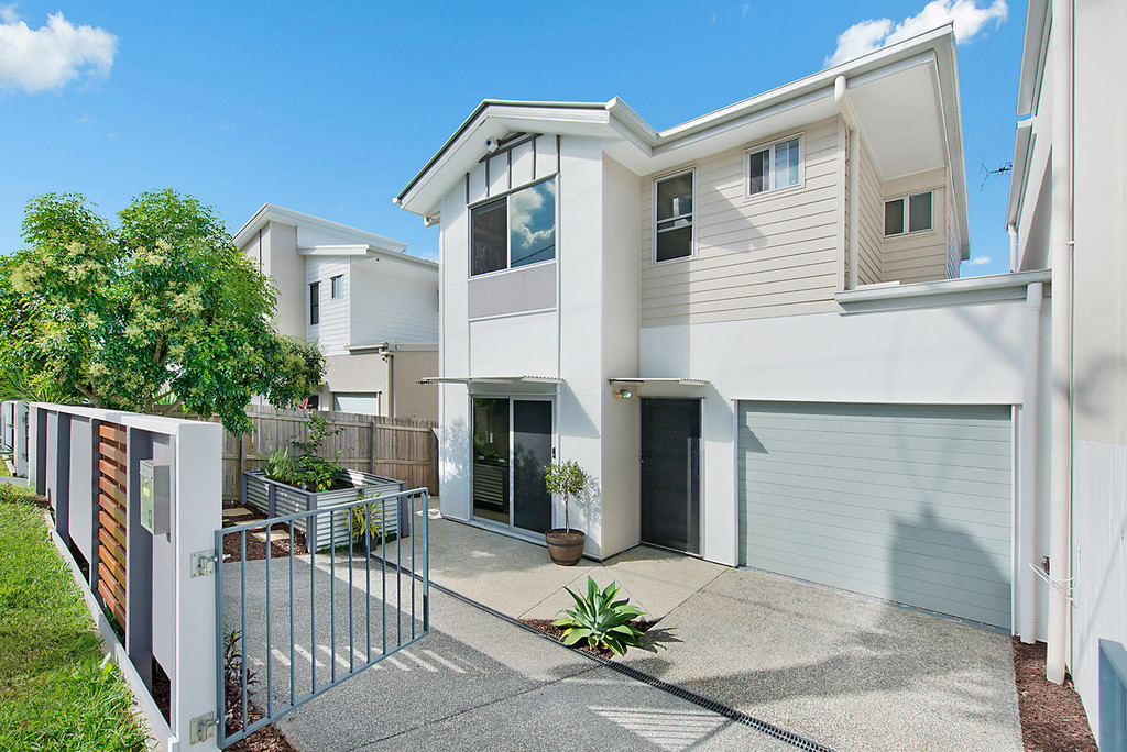 Outstanding Townhouse….Convenient Location….