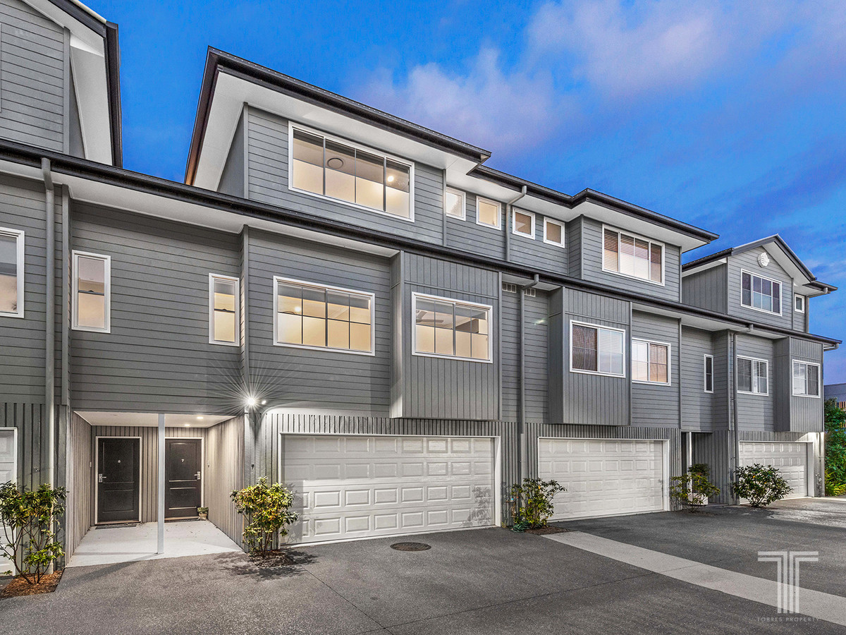 Stylish Tri-Level Living Just Moments To Parkland