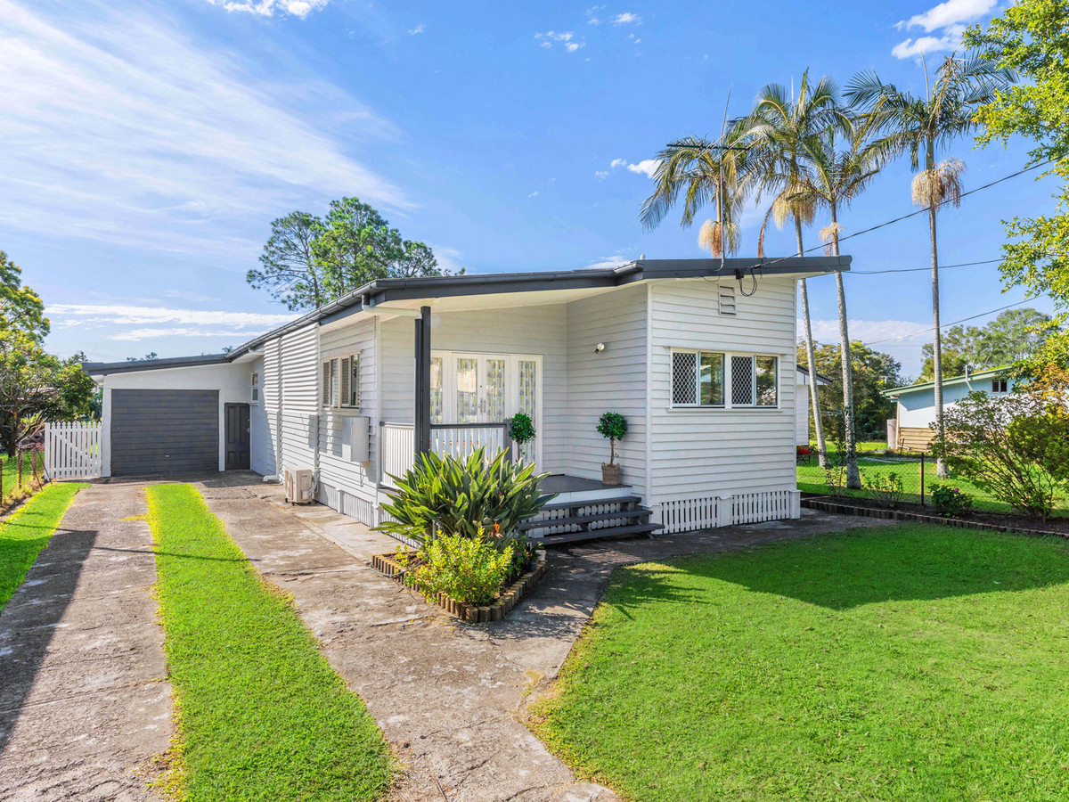 Stylish Low Set Living in Family Precinct