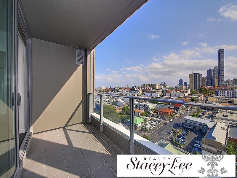 18th Floor! Spectacular city views – FREE MINI IPAD TO APPROVED TENANT CALL NOW!