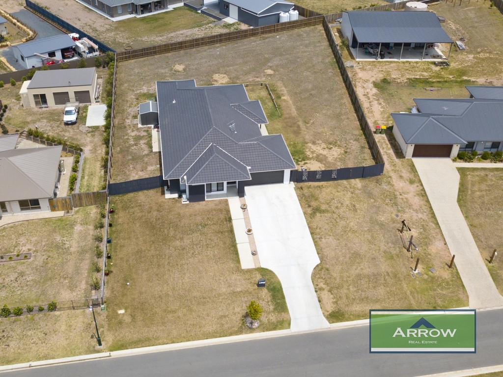 Spacious Plantation home in Exclusive Estate!