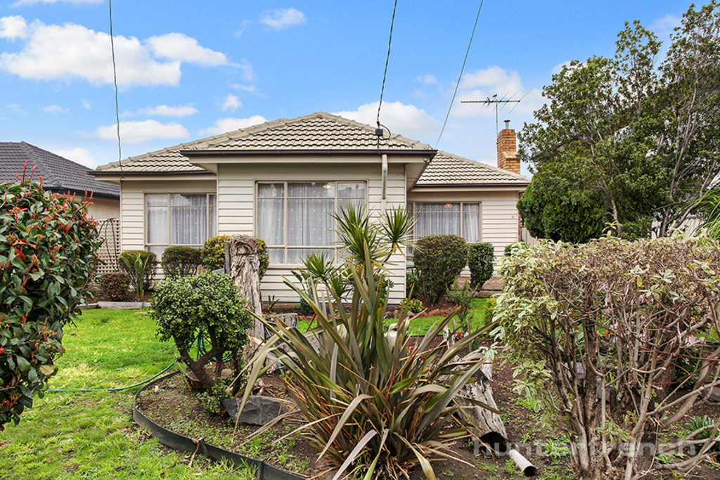 TRIPLE FRONTED WEATHERBOARD HOME