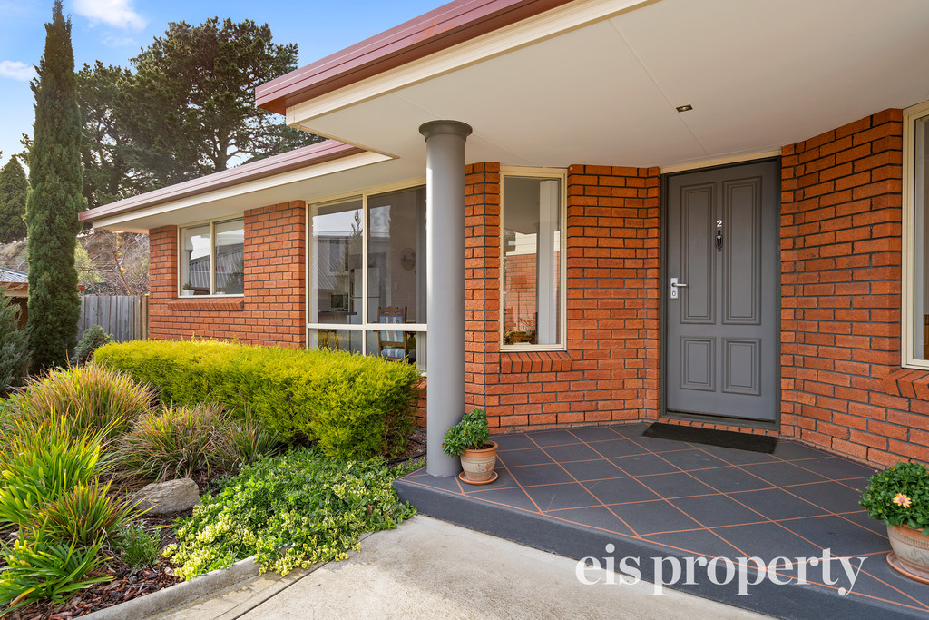 Immaculately presented home, in highly desirable location!