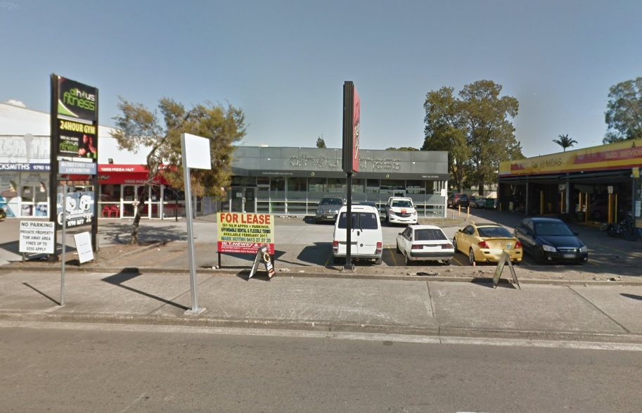 LARGE RETAIL/BULKY GOODS SHOWROOM IN CENTRAL LOCATION BANKSTOWN.  SUBDIVISION POSSIBLE.  RENTAL REDUCTION.