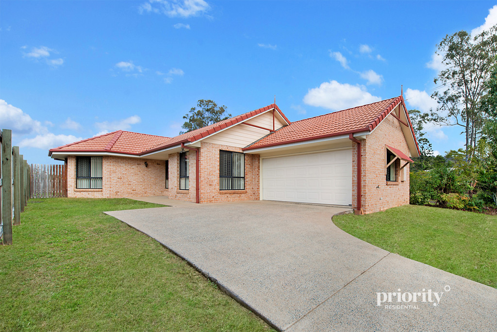 Low maintenance lifestyle in prime location!