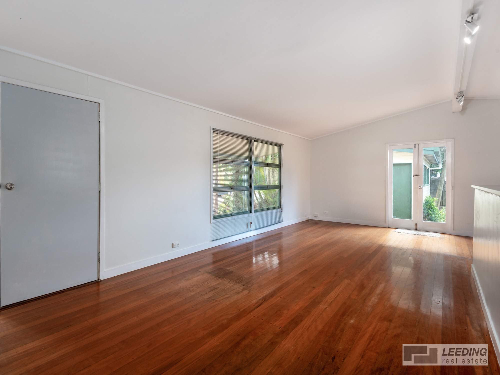 Presenting 19 Cambrian Street (Cnr Cambrian & Moorehouse St )