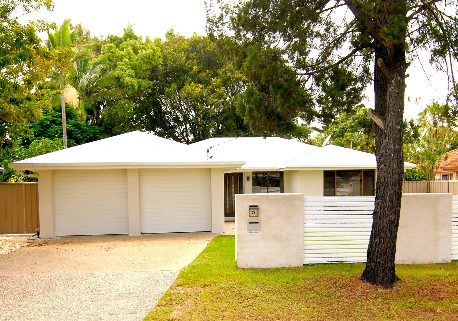 BEAUTIFUL HOME IN BANKSIA BEACH!