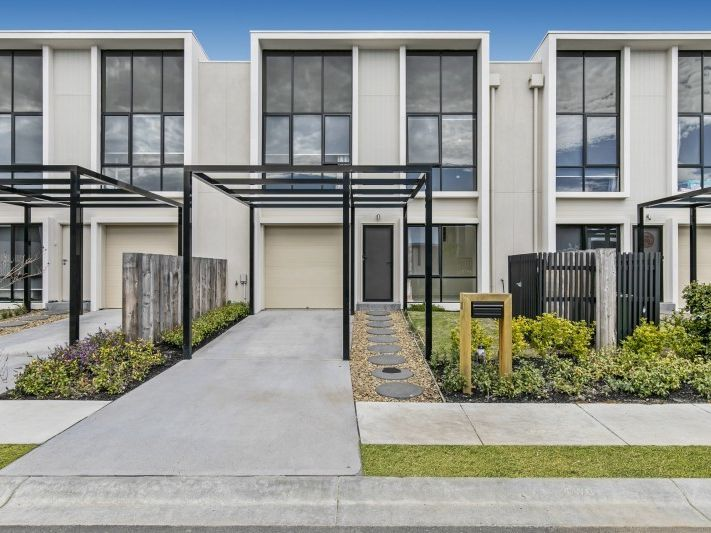 LUXURY LIVING AND PRIME LOCATION IN CHIRNSIDE PARK