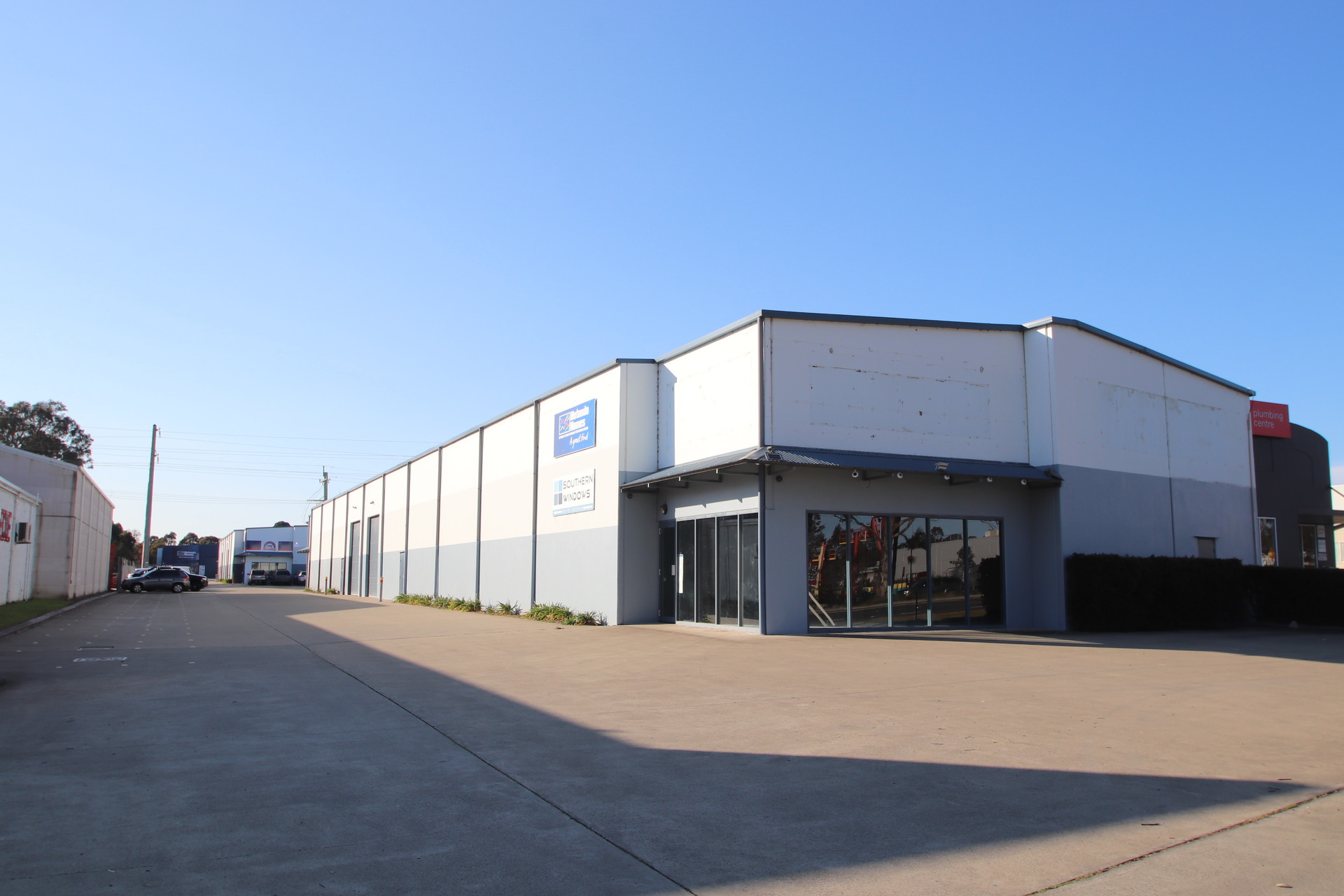 685sqm Retail Showroom – Bulky Goods Warehouse – Princes Highway Exposure