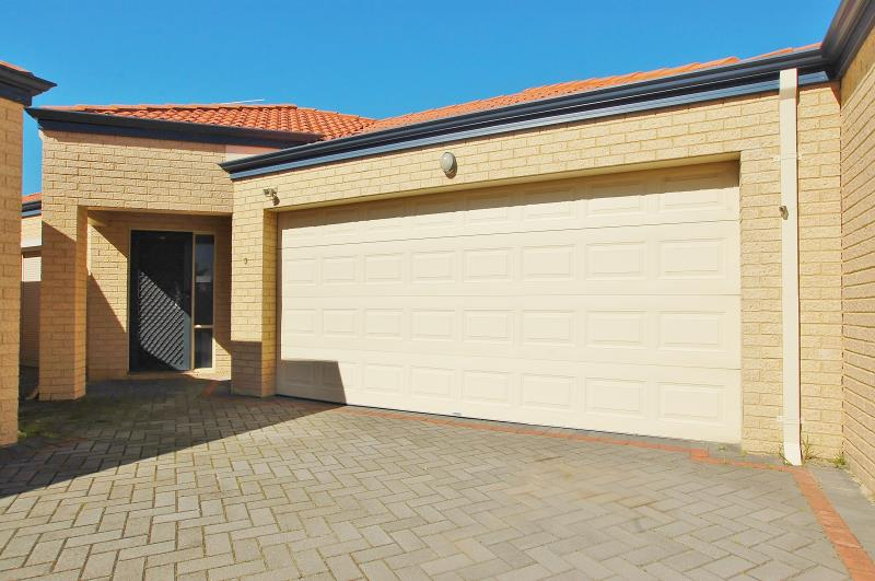 SPACIOUS FAMILY HOME – VERY GOOD LOCATION
