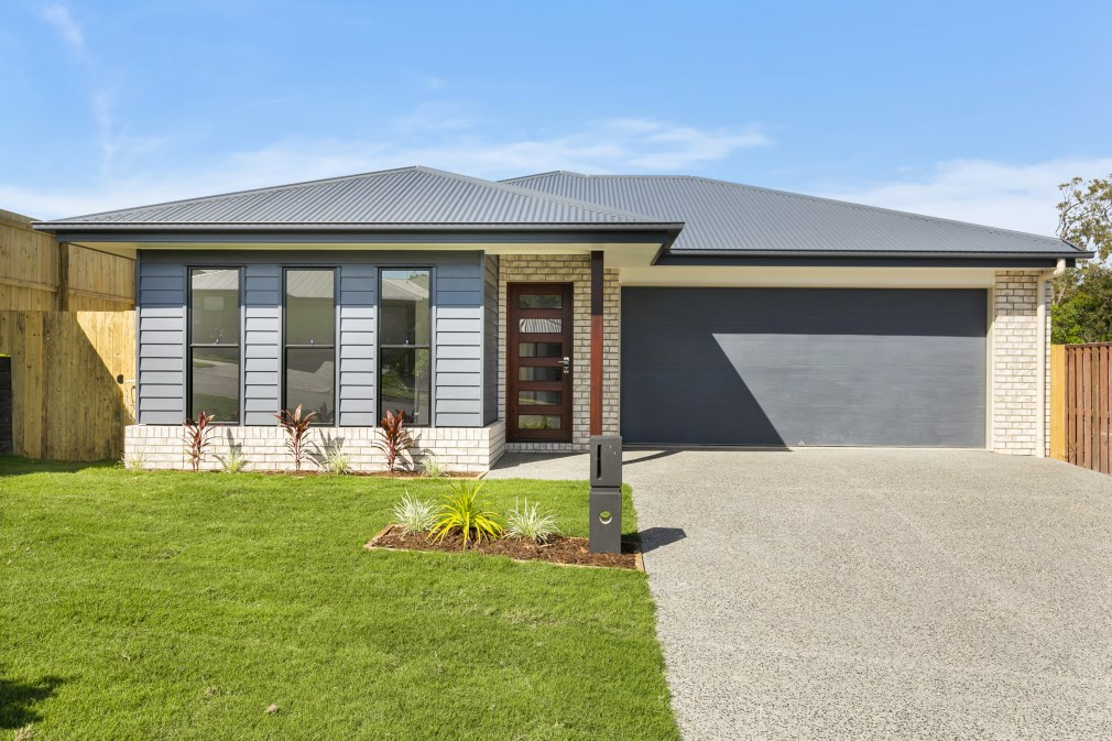 Brand New Home – DUCTED AIR – HIGH CEILINGS