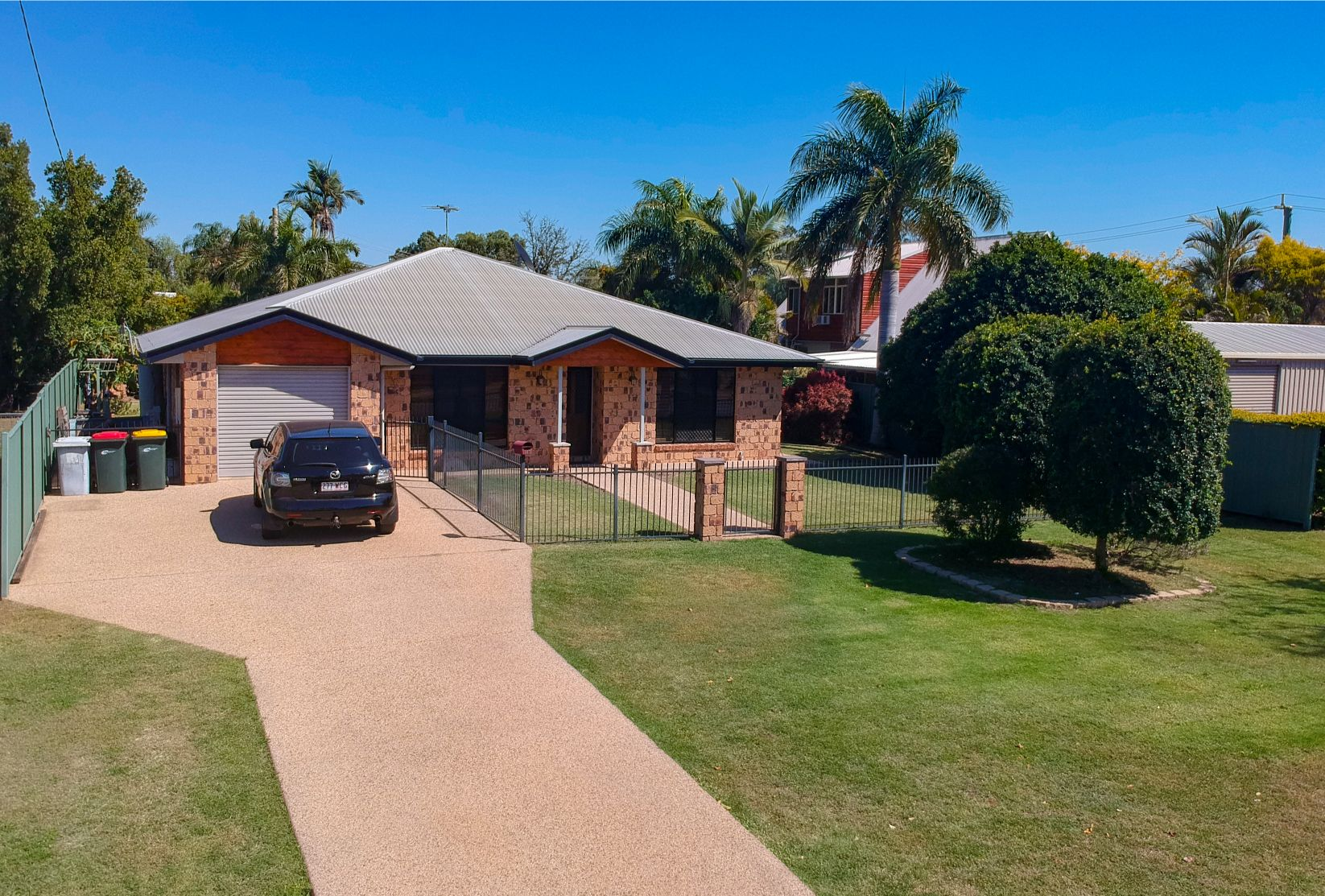 LOOKS AS NEW – HIGH QUALITY HOME