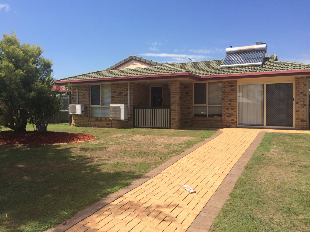 Family home in Central Lakes!