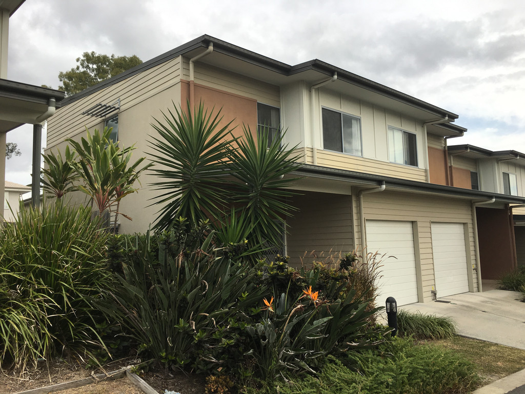 OXLEY 3 BEDROOM TOWNHOUSE WITH RESORT STYLE LIVING