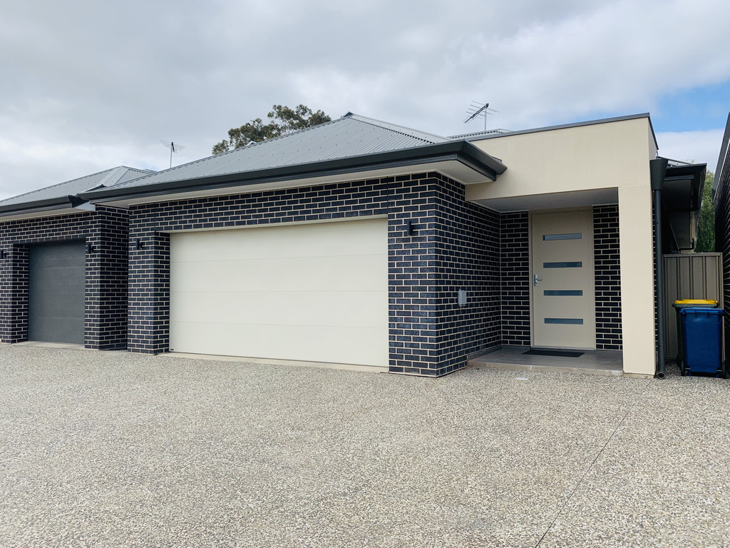 Luxurious & Stylish Home with 6.6 Kw Solar Panel & Low Maintenance